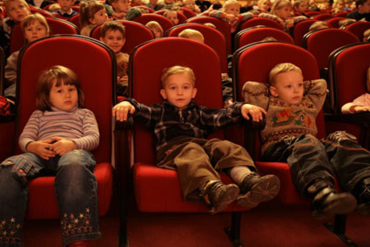 Малый театр билеты многодетным билеты в театр маяковского дети портят отношения